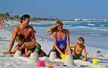 Grand Palladium Colonial Resort & Spa_Juegos en familia en la playa